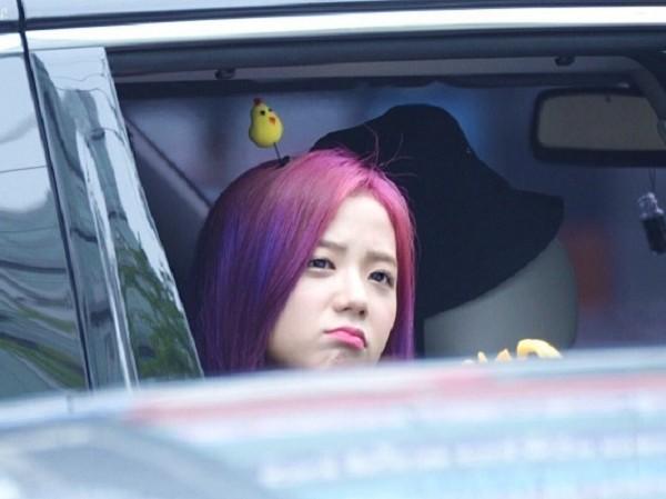 Người khác bĩu môi thấy ghét, idol K-Pop làm thế thì fan cưng muốn xỉu