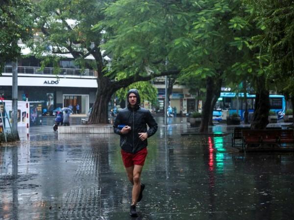 Tích dần áo rét đi các teen miền Bắc, từ nay đến hết tháng còn 2 đợt mưa lạnh nữa cơ!