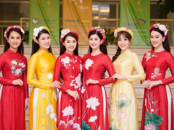 Á hậu Phương Nga tham gia trình diễn BST áo dài của Hoa hậu Ngọc Hân