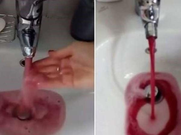 Sự thật bất ngờ đằng sau việc vòi nước máy chảy ra nước màu đỏ sẫm
