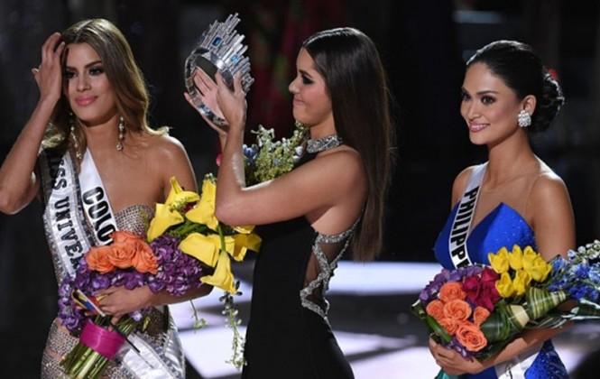"""Miss Universe 2018: Khổ thân MC Steve Harvey, lại bị trêu vì """"phốt"""" xướng tên nhầm Hoa hậu"""