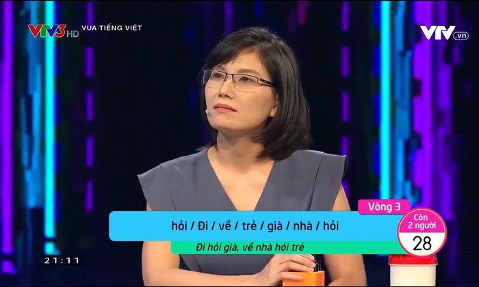 """Show """"Vua Tiếng Việt"""" gây tranh cãi khi giải nghĩa thành ngữ """"Đi hỏi già, về nhà hỏi trẻ"""""""