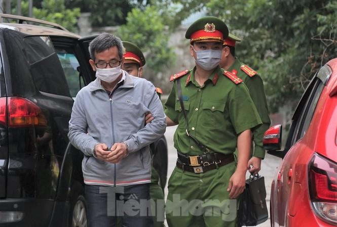 Bị cáo Đoàn Hồng Dũng - người được ông Trần Bắc Hà viết công văn, yêu cầu cấp dưới cho vay tiền.