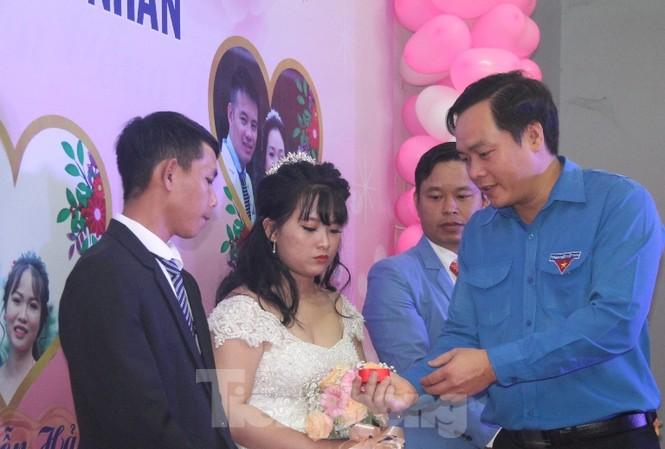 Tổ chức đám cưới tập thể cho công nhân có hoàn cảnh khó khăn