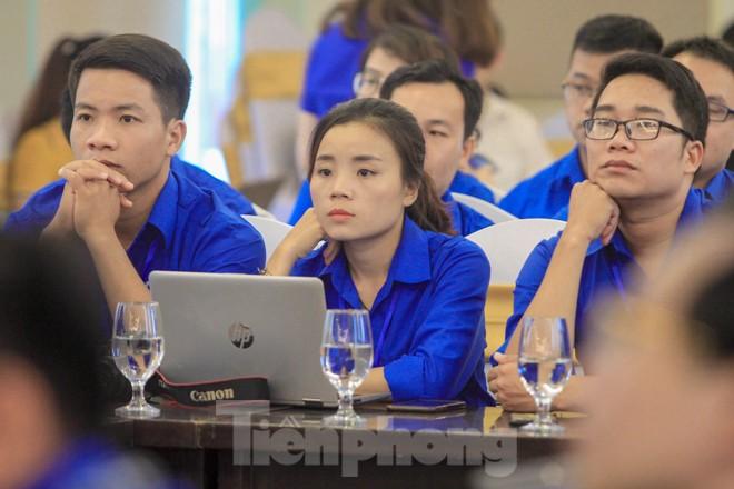 Đảng viên trẻ còn nhiều khó khăn trong quá trình thực hiện Di chúc Chủ tịch Hồ Chí Minh gắn với việc rèn luyện tính trách nhiệm, nói đi đôi với làm. Ảnh: Duy Phạm