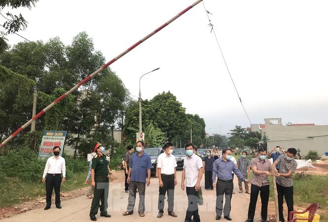 Cơ quan chức năng dỡ các điểm chốt phong tỏa ở xã Yên Định