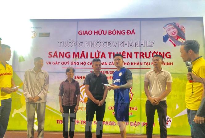 Người hâm mộ bóng đá Thành Nam góp quỹ sửa nhà cho bố mẹ của nữ CĐV tử nạn