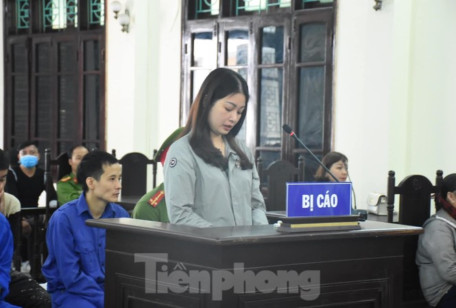 Hoàng Thị Ánh Nguyệt bị xử 12 tháng tù vì thuê côn đồ đánh thuộc cấp cũ của chồng - Ảnh: Hoàng Long