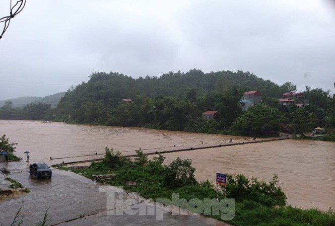 Các cây cầu ở Lạng Sơn nguy cơ chìm trong biển nước .Ảnh: Duy Chiến