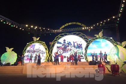Màn hát múa chào mừng Khai hội .Ảnh: Duy Chiến