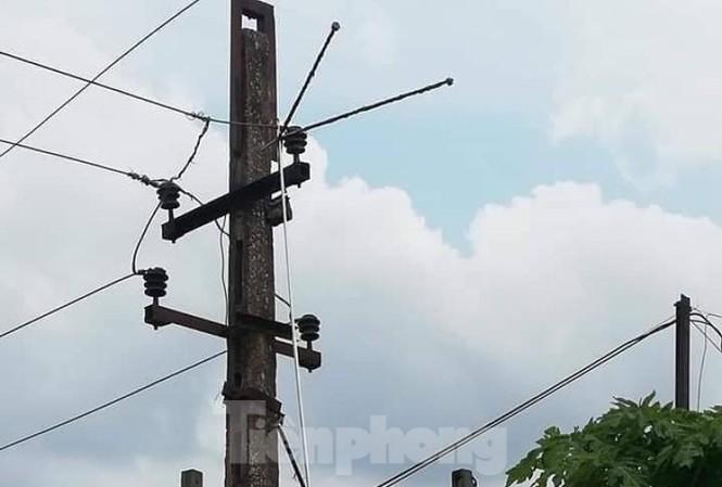 Ông Chung đã sử dụng sào bằng inox sát đường điện nên bị điện giật dẫn đến tử vong .Ảnh: TL