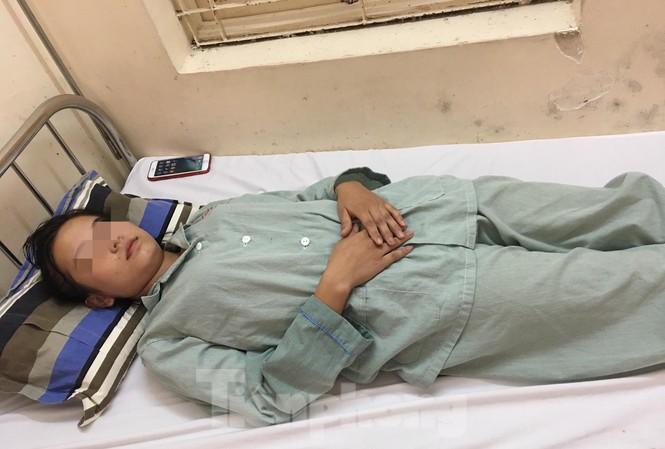 Bệnh nhân A đang được điều trị tích cực tại bệnh viện .Ảnh: ĐK