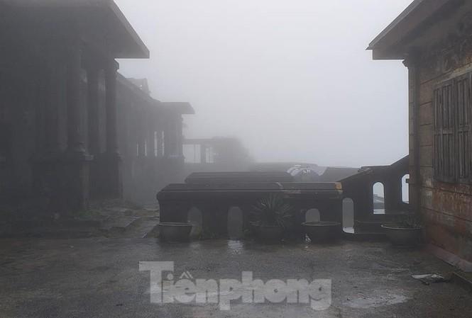 Nhiệt độ xuống 1 độ C, khiến khung cảnh ở Mẫu Sơn trở nên trầm mặc .Ảnh: H. Toàn