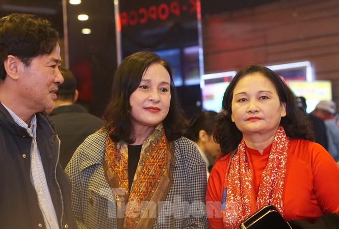 NSND Hoàng Cúc, nghệ sĩ Lê Dũng Nhi hội ngộ tại lễ kỷ niệm 60 năm Hãng phim truyện Việt Nam