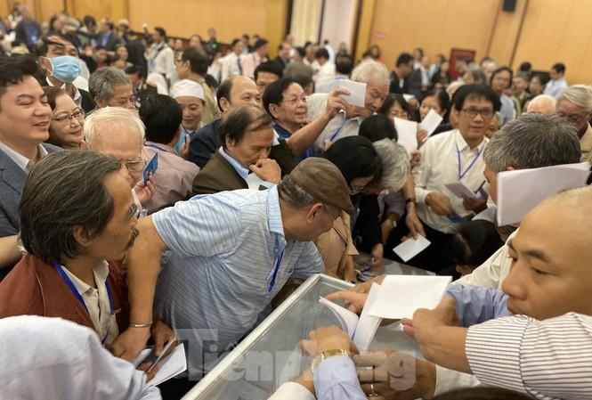 'Hỗn loạn' bỏ phiếu Hội Nhà văn, ông Hữu Thỉnh hai lần xin rút Ban chấp hành