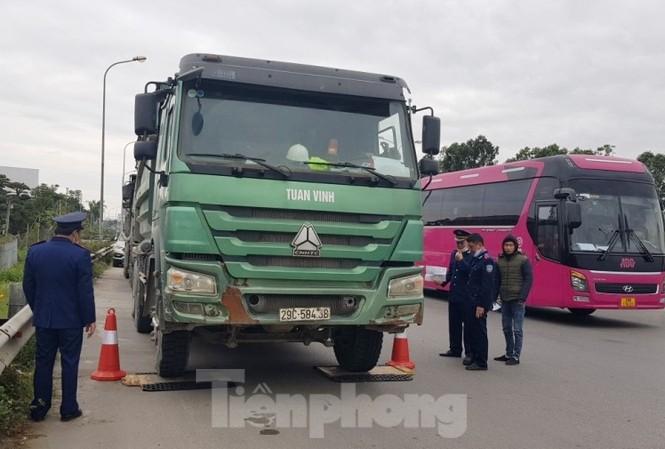 Cầu Thăng Long lập chốt kiểm soát xe quá tải thế nào?