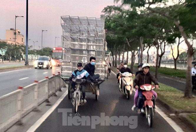 Xe máy 'hết đát' đại náo đường phố Sài Gòn