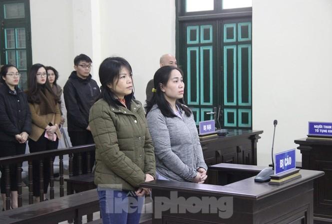 Từ bìa trái qua, các bị cáo Nguyễn Thị Vững, Nguyễn Thị Vân.