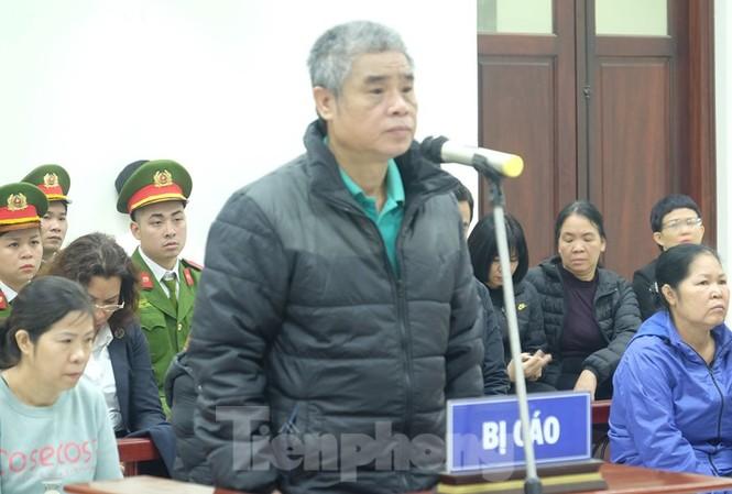 Bị cáo Doãn Quý Phiến khai báo tại tòa.