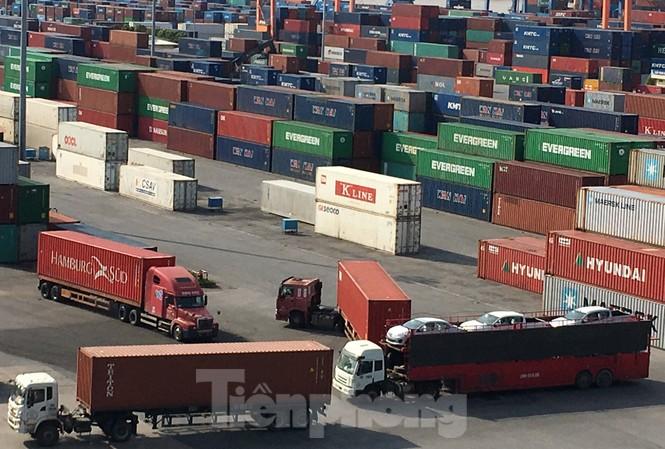 Tính từ đầu năm tới 16/2/2021, tổng trị giá xuất nhập khẩu hàng hóa của Việt Nam đạt 74,5 tỷ USD. Ảnh: Tuấn Nguyễn