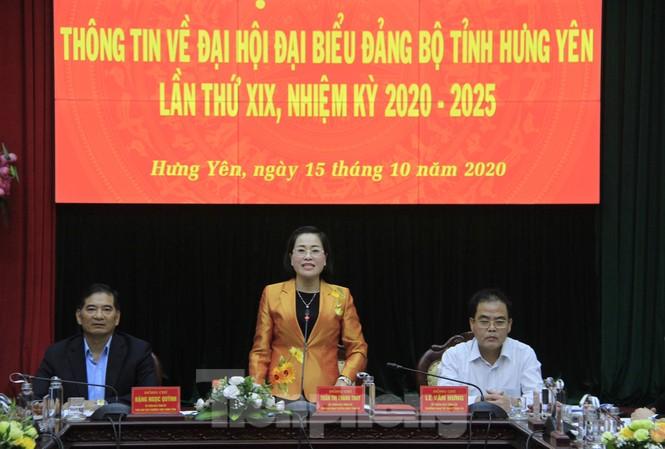 Bà Trần Thị Thanh Thủy, Trưởng ban Tuyên giáo Tỉnh ủy Hưng Yên cho biết, Đại hội Đảng bộ tỉnh Hưng Yên lần thứ XIX sẽ tường thuật trực tiếp tất cả các phiên làm việc để nhân dân theo dõi. Ảnh: Trường Phong
