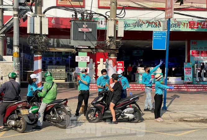 Nước rửa tay nhanh được tặng miễn phí ở Sài Gòn