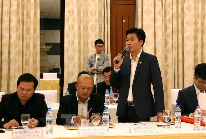 Các đại biểu phát biểu ý kiến tại Hội nghị Ủy ban T.Ư Hội Doanh nhân trẻ Việt Nam