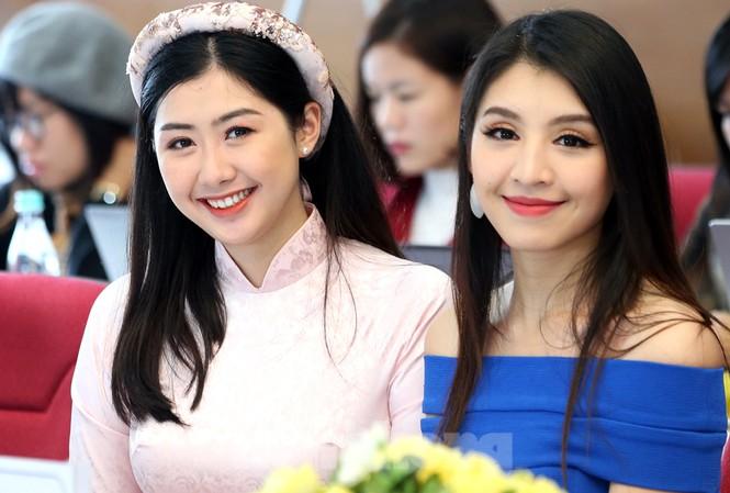 Hai người đẹp Lê Thanh Tú và Phạm Ngọc Linh tại chương trình. Ảnh: Hoàng Mạnh Thắng