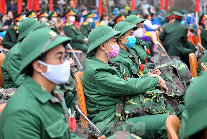 Phòng dịch bệnh, tân binh đeo khẩu trang lên đường nhập ngũ