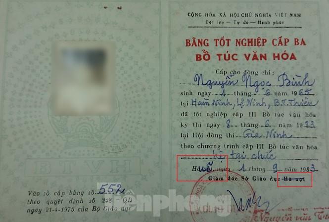 """Bằng cấp 3 của ông Bình bị gạch tên địa phương từ """"Hà Nội"""" viết chèn """"Huế"""" vào (ông vuông màu đỏ)"""