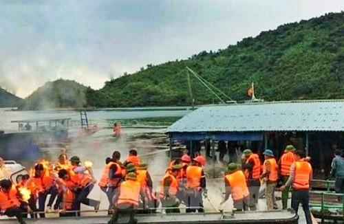 Lực lượng chức năng huyện Vân Đồn bị người dân ném bom xăng