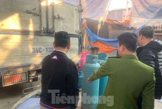 Theo chân Cảnh sát Kinh tế Hải Phòng bắt gas lậu
