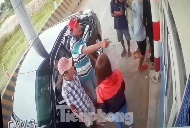 Trạm BOT Ninh Xuân bị ném bom xăng tự chế