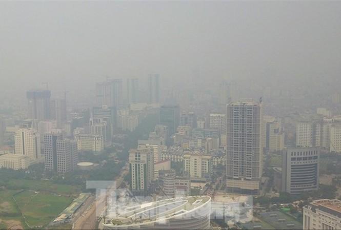 Cần thực hiện nghiêm Luật Thủ đô, giãn dân ra ngoại thành để giảm thiểu ô nhiễm. Ảnh: TP