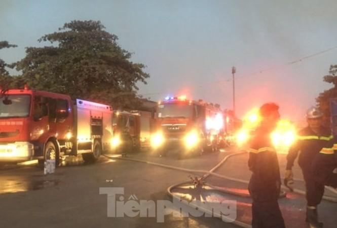 Lực lượng PCCC điều 8 xe cứu hỏa đến hiện trường