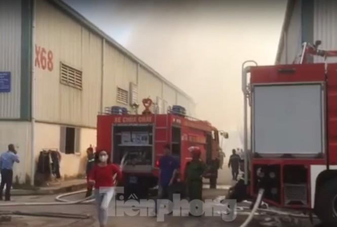 12 xe cứu hoả dập lửa bao trùm 2 công ty khi công nhân ngủ trưa