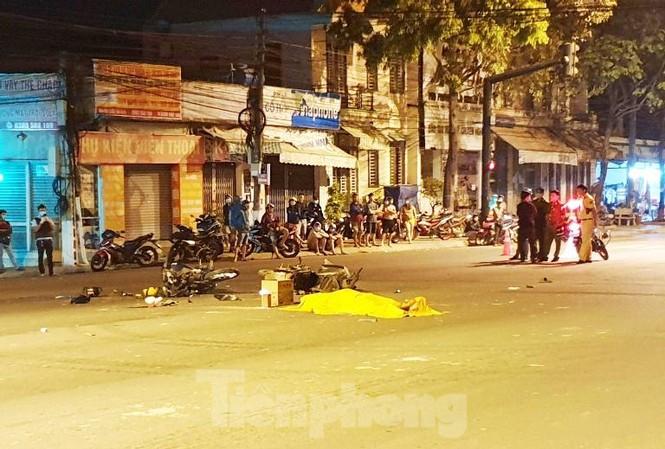 Xe máy vượt đèn đỏ gây tai nạn làm 5 người thương vong