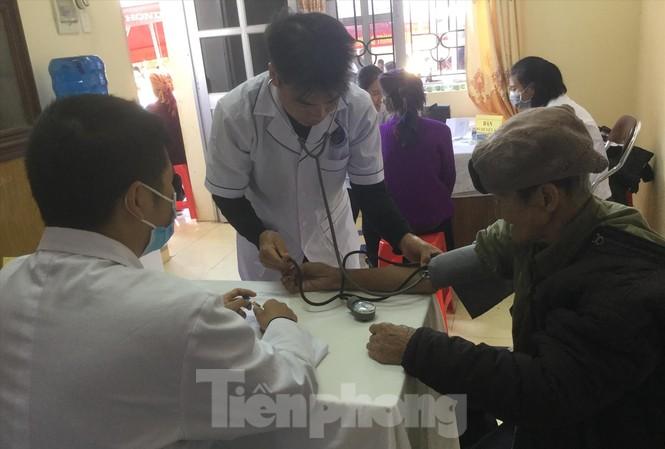 Hàng trăm người dân xã Xuân Tình được khám chữa bệnh miễn phí Ảnh: Duy Chiến
