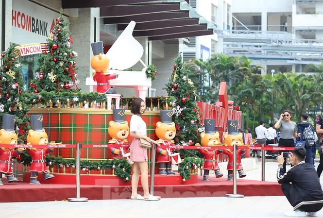Trung tâm thương mại, siêu thị Hà Nội trang hoàng đón mùa Giáng sinh