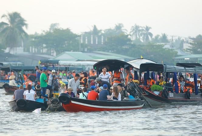 Chợ nổi Cái Răng-Cần Thơ tấp nập khách du lịch ngày đầu năm