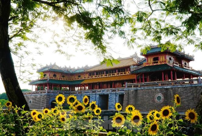 Ngọ Môn - Huế, nơi Hoàng đế Bảo Đại làm lễ thoái vị 75 năm trước.