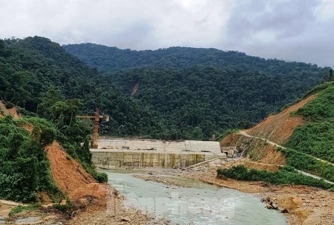 Vấn đề cốt yếu đặt ra cho giai đoạn 4 tìm kiếm người mất tích tại Rào Trăng 3 là phải ngăn được đập thuộc thủy điện Rào Trăng 3 để cắt nước về hạ du, phục vụ thi công, đào tìm dưới lòng sông.