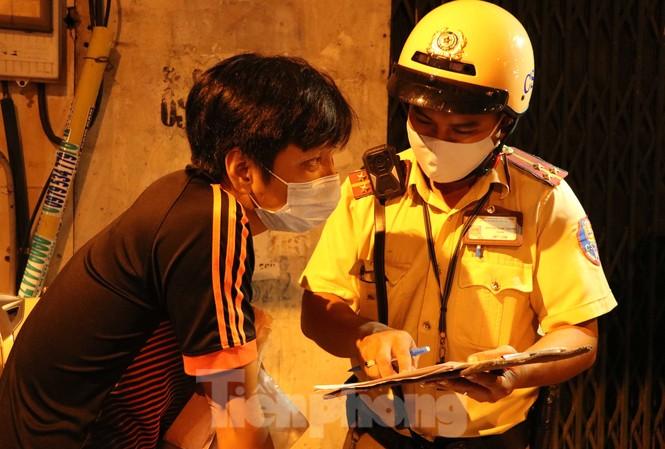 Xuyên đêm theo chân lực lượng 363 chống tội phạm mùa dịch COVID-19