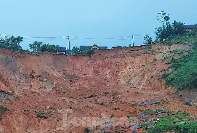Sạt lở núi tại Khu tái định cư A Nhoi 2, xã Sơn Long, huyện Sơn Tây, tỉnh Quảng Ngãi. Ảnh: Đ.T.V
