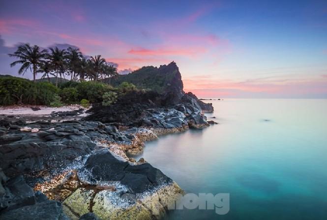 28 điểm danh lam, thắng cảnh trên huyện đảo Lý Sơn, Quảng Ngãi sẽ được gắn mã QR. Ảnh: Bùi Thanh Trung.