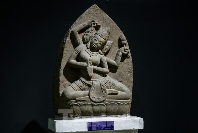 Phù điêu nữ thần Sarasvati vừa được công nhận bảo vật quốc gia. Ảnh: Trương Định