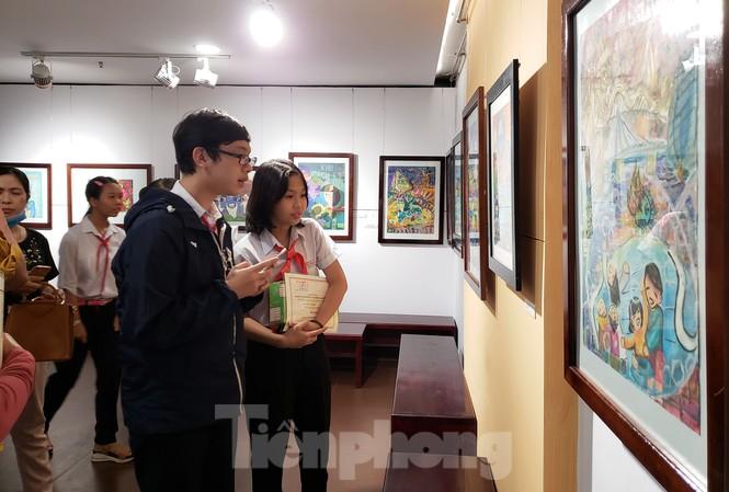 120 tác phẩm, trong đó có 75 ảnh và 45 tranh, được lựa chọn để triển lãm giới thiệu đến công chúng với chủ đề Đà nẵng trên tuyến đầu chống đại dịch COVID - 19