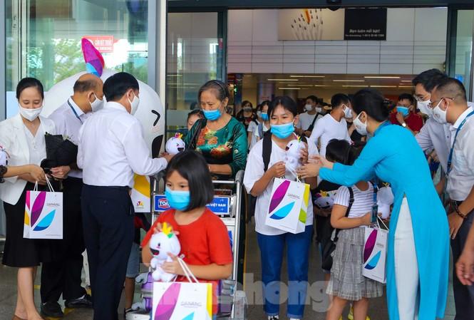 """Trong đợt kích cầu du lịch hậu COVID – 19 lần 2 này, du khách đến Đà Nẵng, Thừa Thiên Huế và Quảng Nam từ nay đến cuối năm 2020 và đầu năm 2021 sẽ nhận được nhiều trải nghiệm nhiều gói dịch vụ đa dạng với ưu đãi """"khủng"""""""