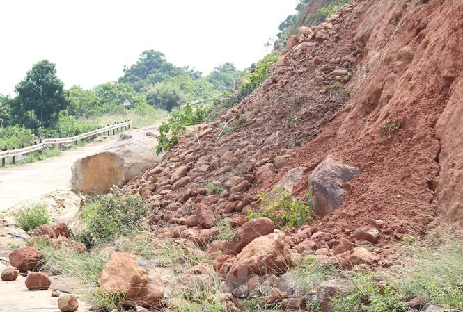 Bán đảo Sơn Trà sạt lở nghiêm trọng sau mưa bão, tiềm ẩn nguy hiểm