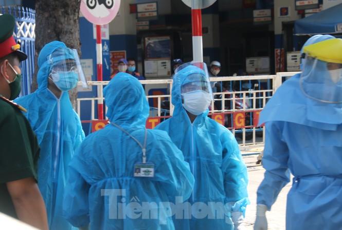Nhân viên y tế làm việc tại khu vực cách ly ở Đà Nẵng hồi tháng 8/2020